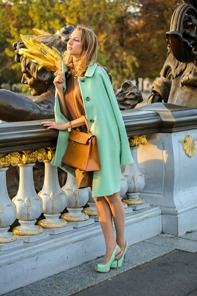 valentina-nessi-vfashionworld-fashion-blogger-hanita-mint-coat-hermes-kelly-bag-editorial-03