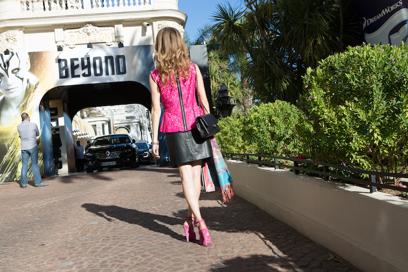 glamour-chic-street-style-blogger-valentina-nessi-cannes-film-festival-2016-03
