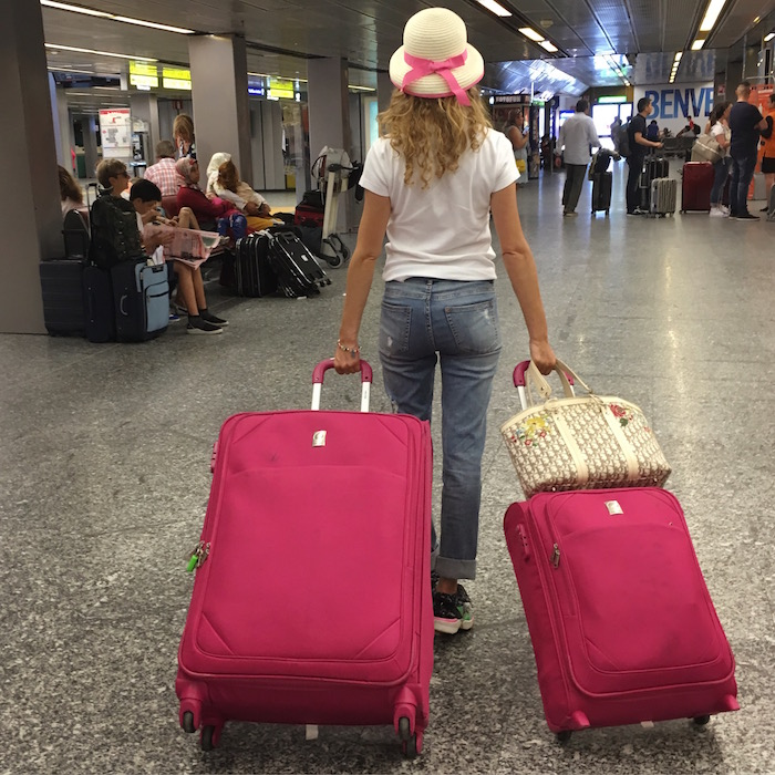 pink-trotter-travel-look-fashionista-0616