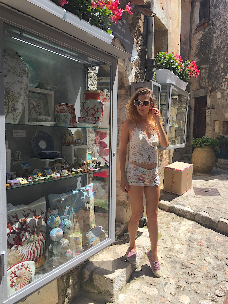 dame-traveler-shopping-eze-village-summer-2016-12