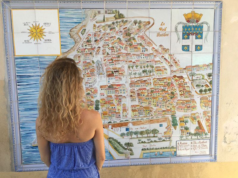 follow-me-to-antibes-old-town-dame-traveler-travel-blogger-10