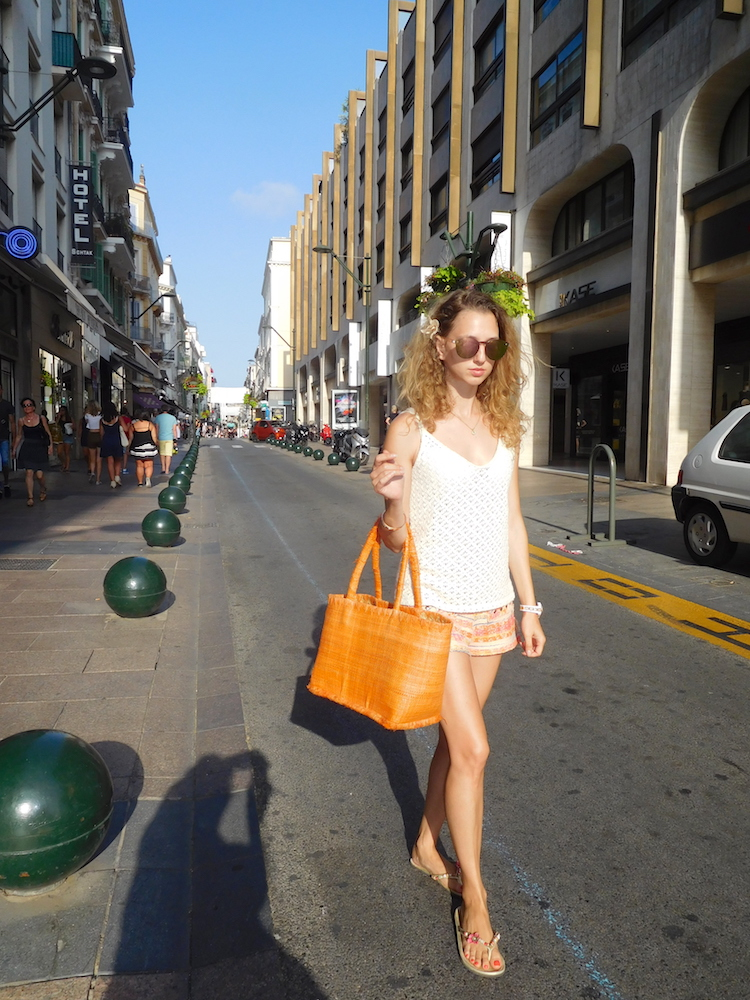 french-blogger-rue-d'antibes-cannes-orange-bag-03