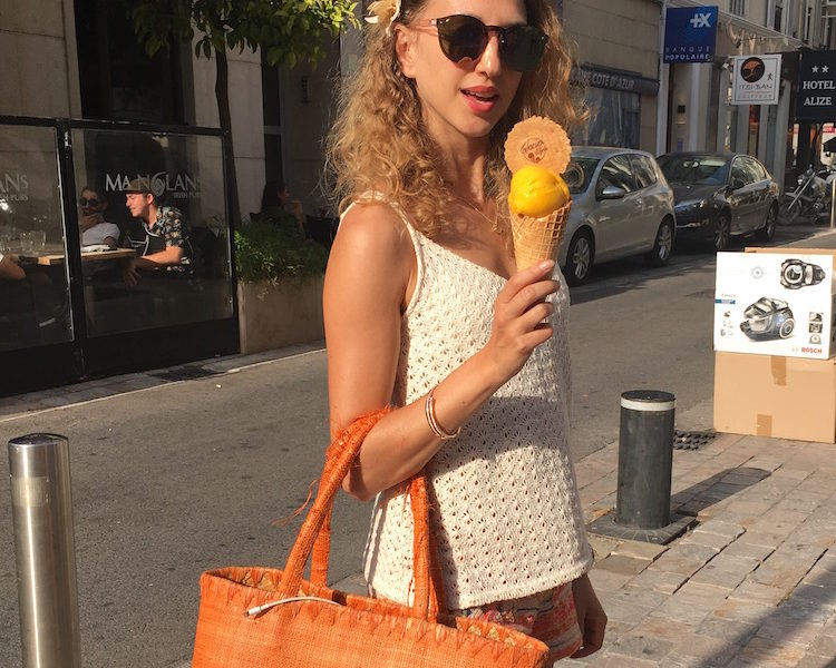 ORANGE LOOK E GELATO IN RUE D'ANTIBES