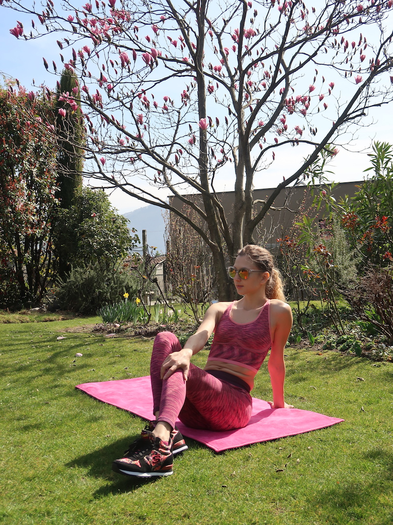 fitness-look-pink-outfit-skechers-shoes-14