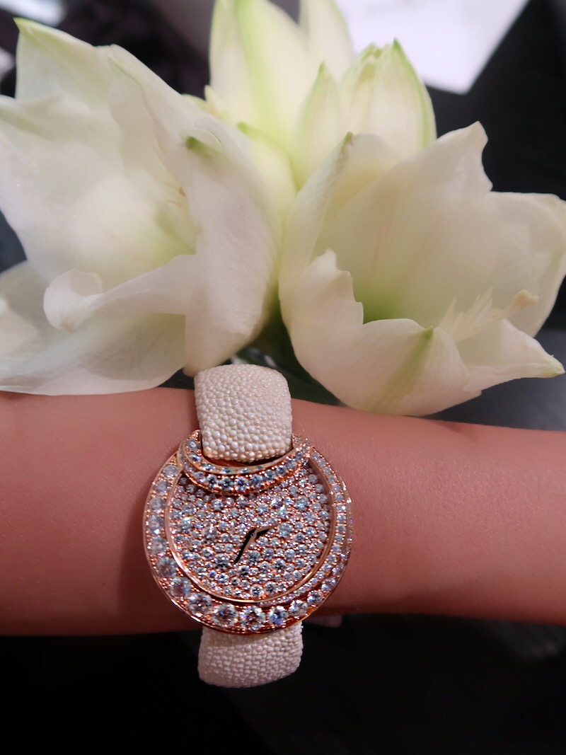 luna-watch-by-de-grisogono-white-rose-gold-diamonds