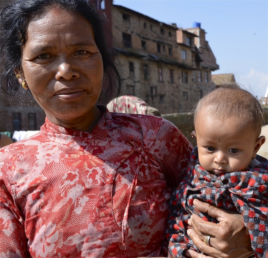 mother-and-son-baby-and-mother-portrait-from-nepal-04