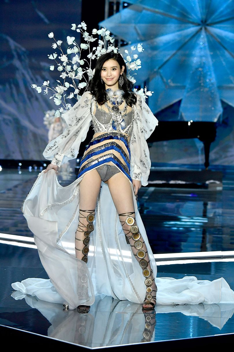 Ming-Xi-angel-victoria-secret-fashion-show-2017-shanghai-china