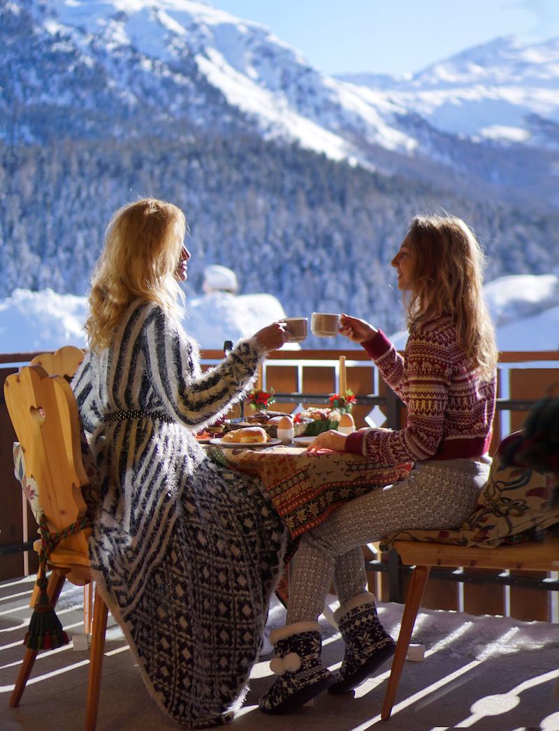 winter-wonderland-in-st-moritz-breakfast-with-a-view-swiss-girls-18