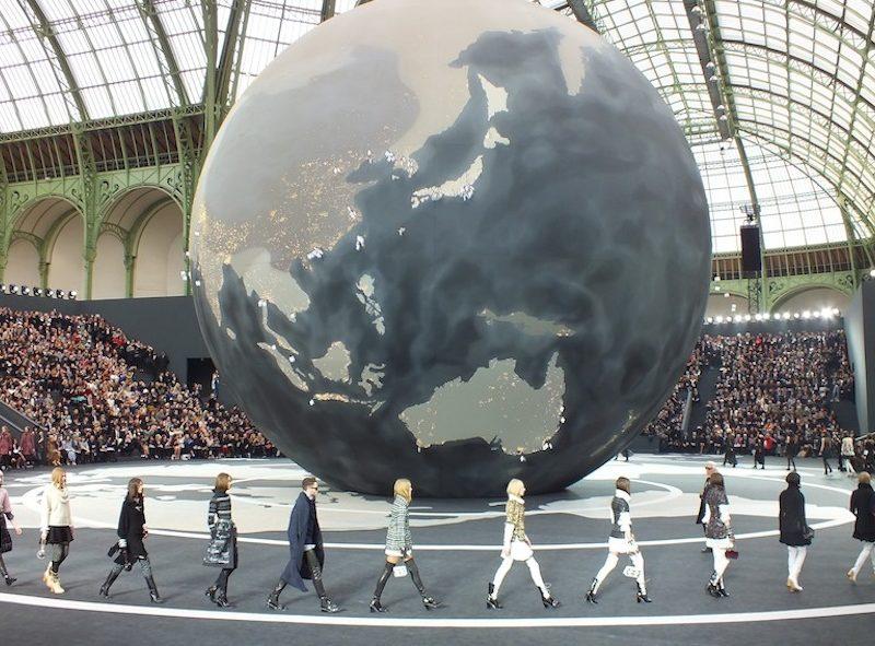 CHANEL Automne Hiver 2013-2014 Fashion Show